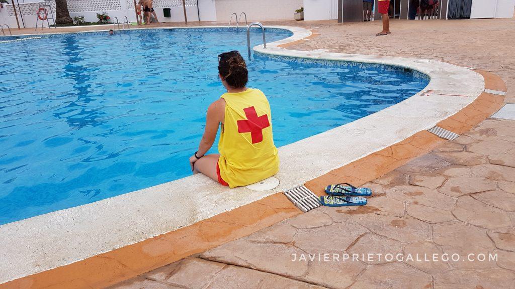 Socorrista en una piscina.Peñíscola. Castellón. Comunidad Valenciana. España. © Javier Prieto Gallego