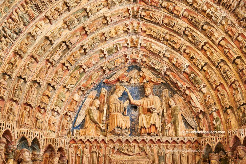 Tímpano: Coronación de la Virgen. Portada de la Majestad, policromado, gótico del siglo XIII. Toro. Castilla y León. España © Javier Prieto Gallego