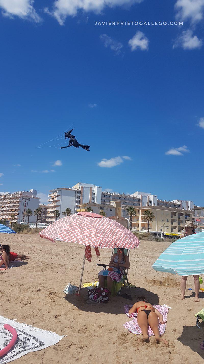 Cometa hinclable sobre la playa de Peñíscola. Castellón. Comunidad Valenciana. España. © Javier Prieto Gallego